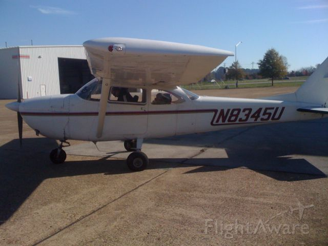 Cessna Skyhawk (N8345U)