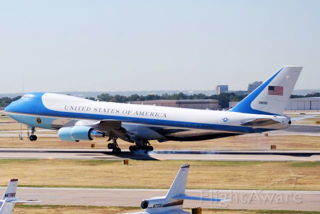 """Boeing 747-200 (N28000) - Air Force One touchdown at DAL get your poster at <a rel=""""nofollow"""" href=""""http://www.dollarshots.co"""">www.dollarshots.co</a>"""