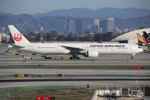Boeing 787-9 Dreamliner (JA742J)