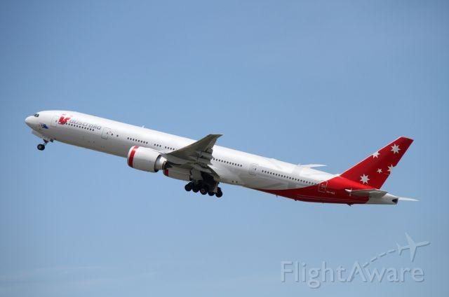 BOEING 777-300 (VH-VOZ)