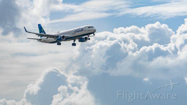 Airbus A321 (N949JT)