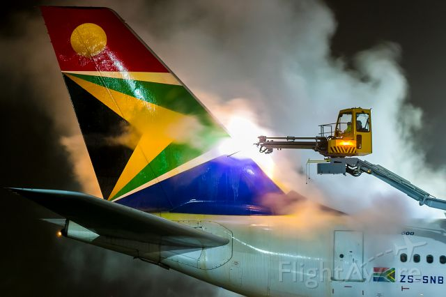 Airbus A340-600 (ZS-SNB) - deicing