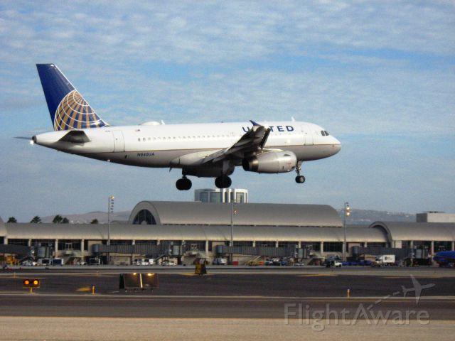Airbus A319 (N840UA) - Landing on RWY 19R