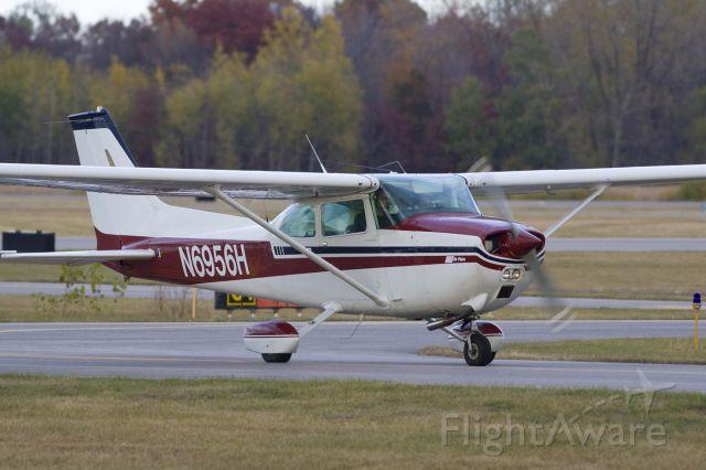 Cessna Skyhawk (N6956H)