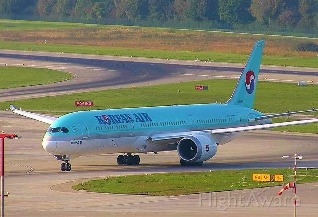 Boeing 787-9 Dreamliner (HL8083)