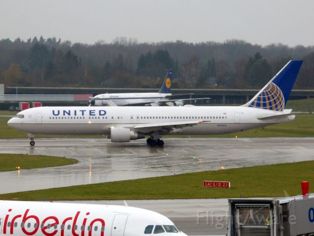 BOEING 767-300 (N642UA)