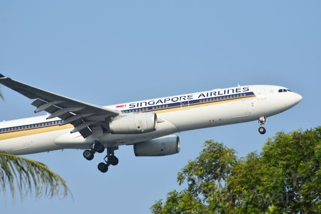 Airbus A330-300 (9V-STZ) - Arrival, Singapore Airlines, RWY 20R, Changi, Singapore. 8 Sep 2019