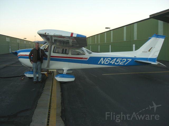 Cessna Skyhawk (N64527)