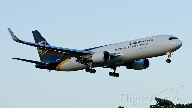 BOEING 767-300 (N335UP) - Landing runway 21 as sun sets, 07-18-2013