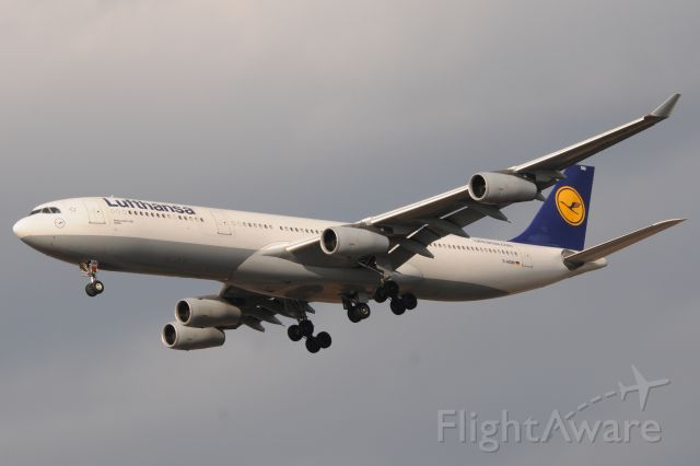 Airbus A330-300 (D-AIGM)