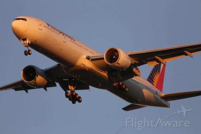 BOEING 777-300ER (RP-C7779)