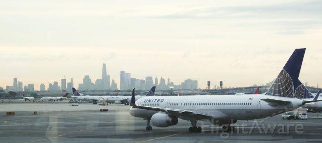 Boeing 757-200 (N58101) - Manhattan, NEW YORK