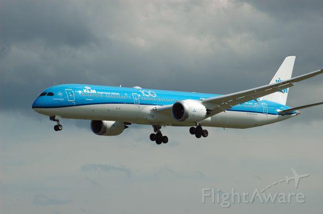 BOEING 787-10 Dreamliner (PH-BKF) - KLM Boeing 787-10 (PH-BKF) as flight KL691 approaching Runway 06L (July 23, 2020)