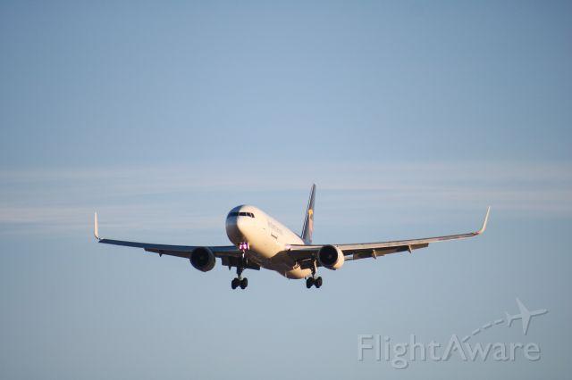 BOEING 767-300 (N339UP)