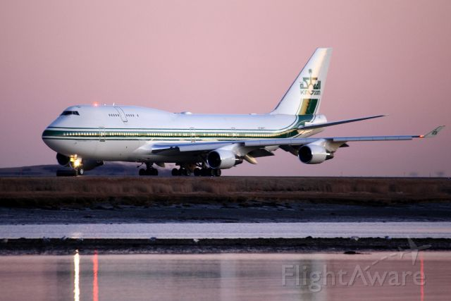 Boeing 747-400 (HZ-WBT7) - Kingdom Holding of Saudi Arabia taxiing out to 22L. (2/9/12)