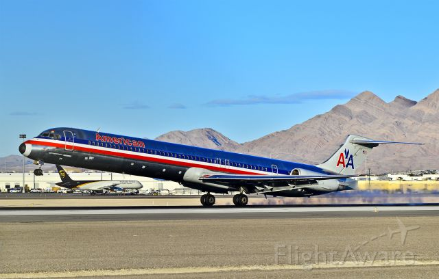 McDonnell Douglas MD-82 (N555AN)