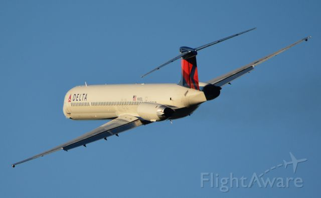 McDonnell Douglas MD-88 (N981DL) - Left turn out of RWY 1