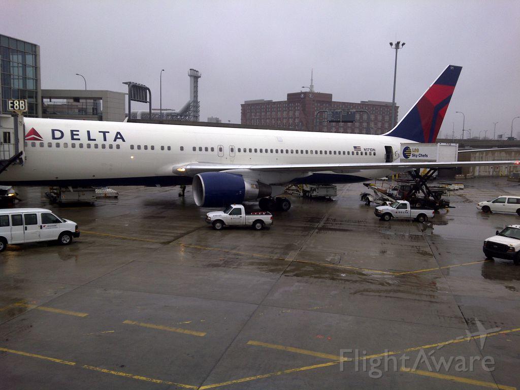 BOEING 767-300 (N171DN)