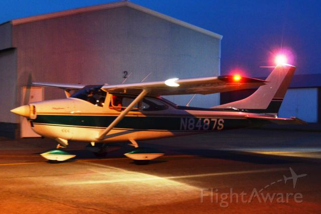 Cessna Skylane (N8487S) - Just landed in Hagerstown, MD after flight to Lancaster, PA for diner.