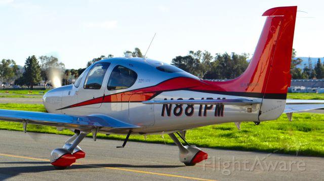 Cirrus SR22 Turbo (N881PM)