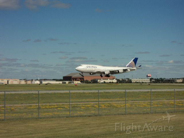 Boeing 747-400 (N120UA) - N120UA