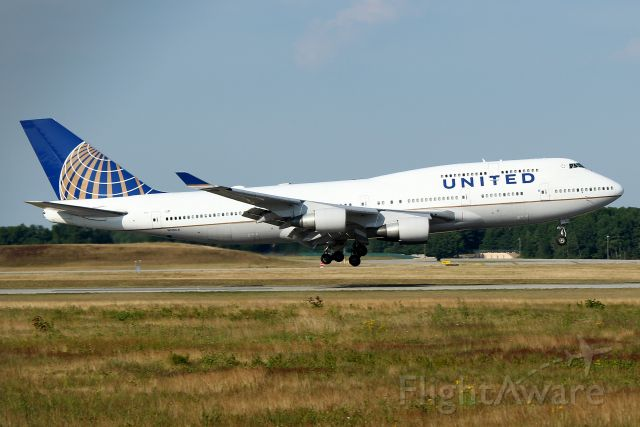 Boeing 747-400 (N118UA) - UA 2287 arriving from Frankfurt as a troop charter