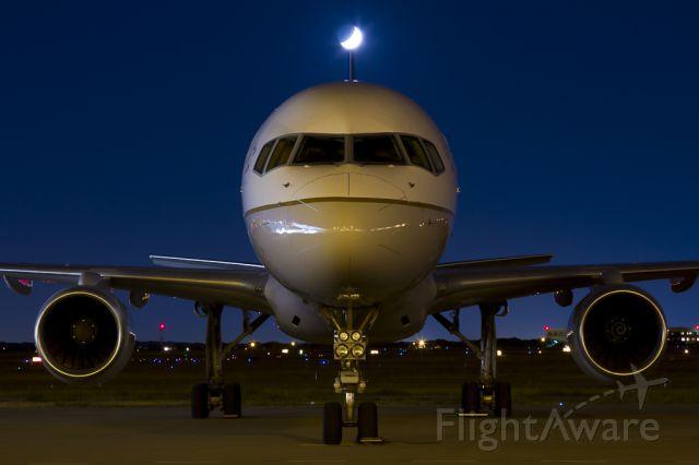 BOEING 757-300 (N77871) - Oct. 1, 2011.