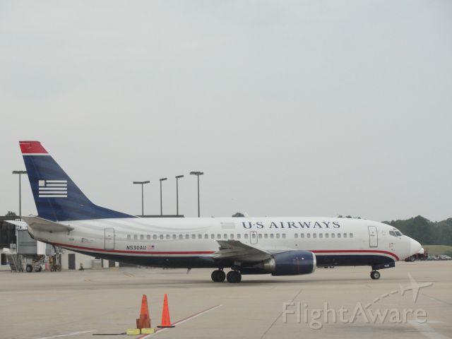 BOEING 737-300 (N530AU)
