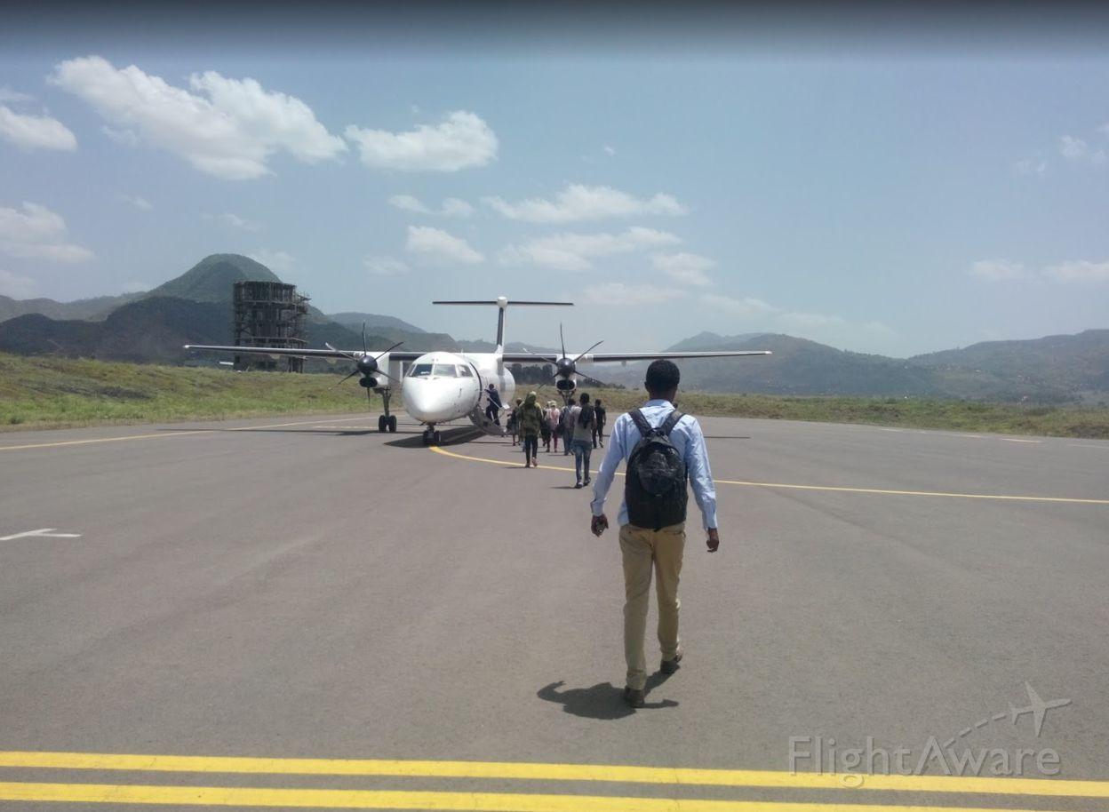 de Havilland Dash 8-400 (ET-AUE) - Boarding for departure to Asosa