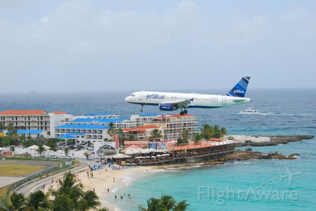 Airbus A320 (N632JB) - From my balcony at Maho Beach in St. Maarten