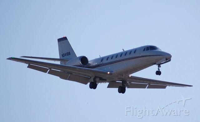 Cessna Citation Sovereign (N341QS) - Netjets Sovereign on short final.