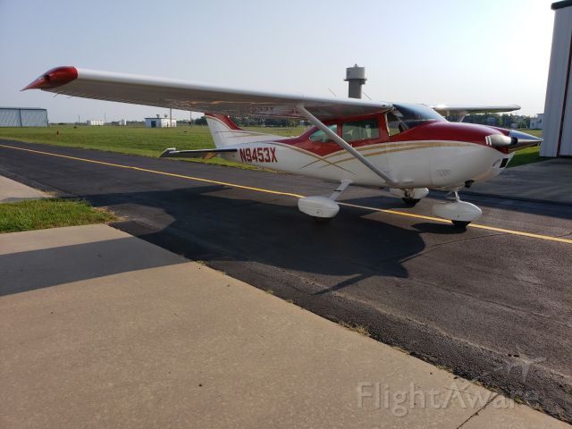 Cessna Skylane (N9453X) - GA back hangar line and taxiway