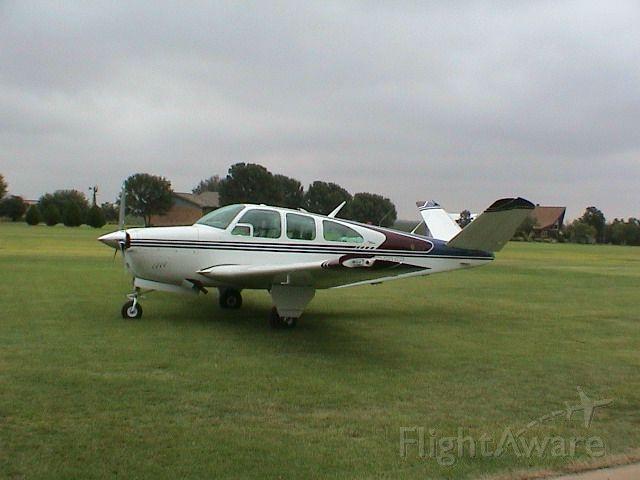 Beechcraft 35 Bonanza (N38BT)