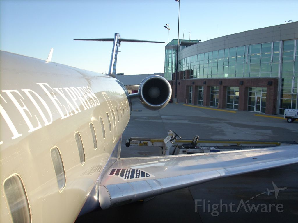 Canadair Regional Jet CRJ-200 (N923SW) - Boarding a flight for Denver at Northwest Arkansas Regional Airport around 2007 before the new terminal addition.