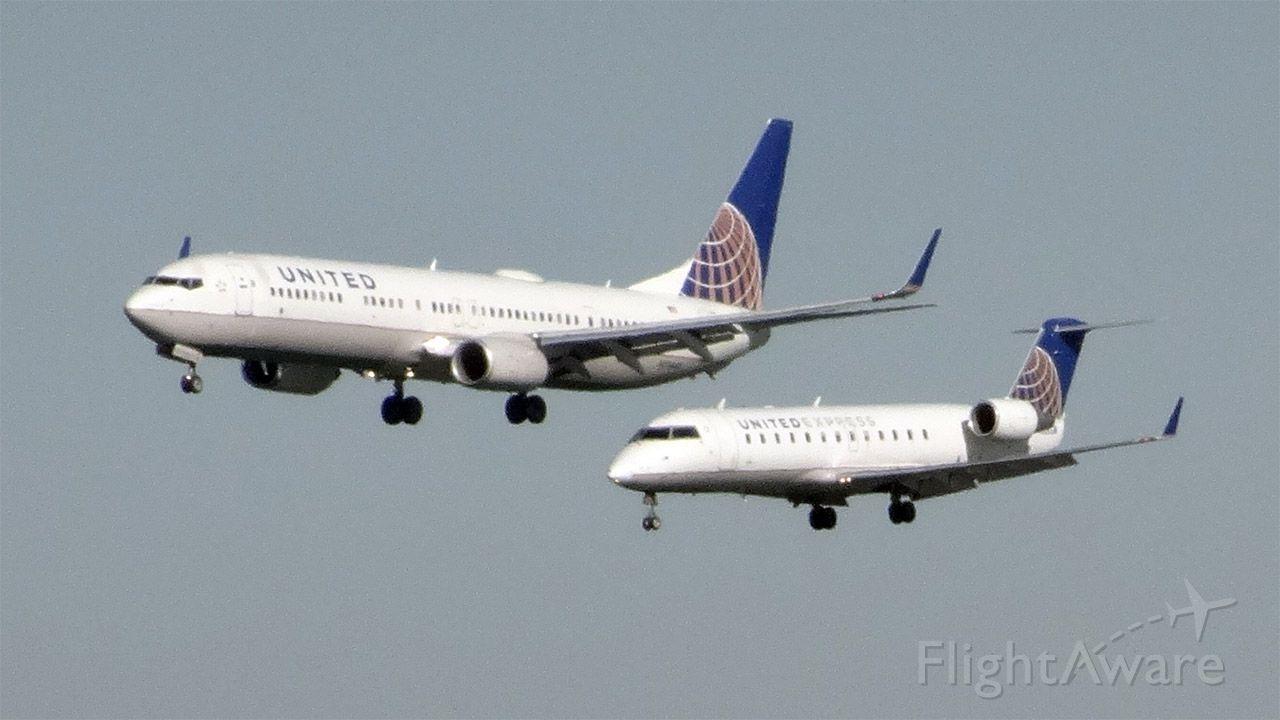 Boeing 737-900 (N73445) - N926SW and N73445 are approaching San Francisco Intel Airport (KSFO).<br />N73445 is the bigger.<br /><br />N926SW / Canadair CRJ-200ER <br />2015-03-06 UA6304Burbank (BUR)San Francisco (SFO) 14:18-->Landed 15:10<br /><br />N73445 / Boeing 737-924(ER) <br />2015-03-06 UA1454Washington (IAD)San Francisco (SFO) 13:50-->Landed 15:09