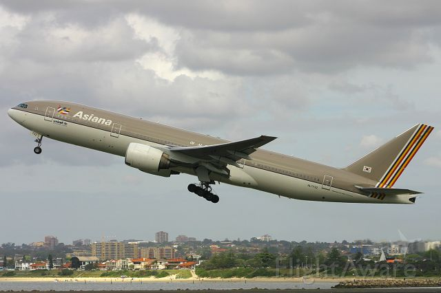 Boeing 777-200 (HL7732) - from my 2006 archives