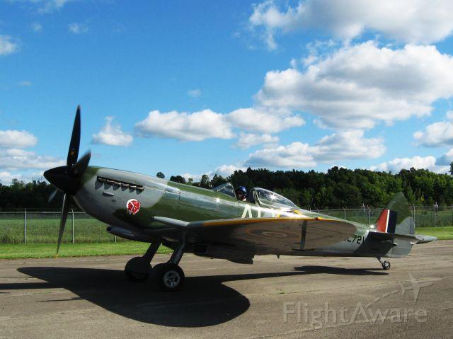 SUPERMARINE Spitfire (RSL721) - 2007:08:26 Vintage Wings of Canada airshow, Rockliffe Airport, Ottawa Ca.Supermarine Spitfire XVl http://www.vintagewings.ca/page?a=210&lang=en-CA