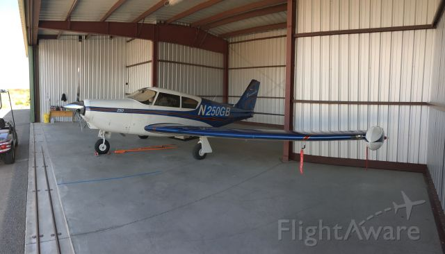 Piper PA-24 Comanche (N250GB)