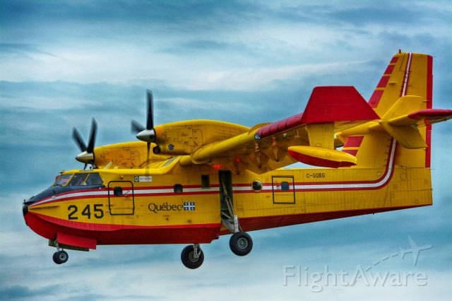 Canadair CL-415 SuperScooper (QUE245) - On final to 06L in CYHU. 22-07-2020