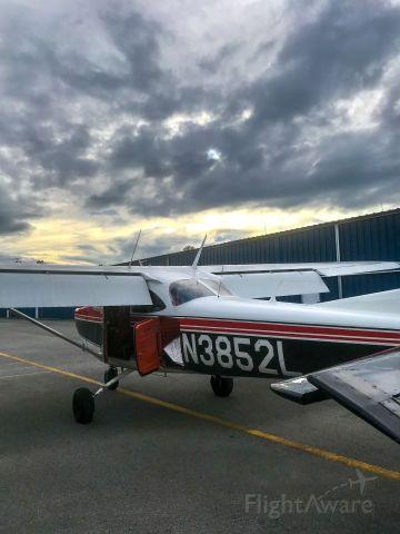 Cessna Skyhawk (N3852L)