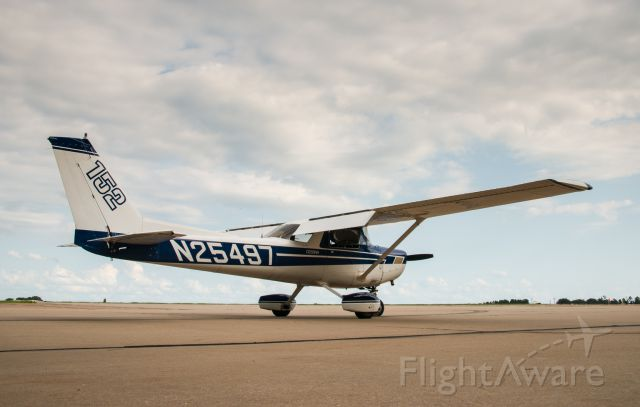 Cessna 152 (N25497) - On the ground outside of the Jet Center, preflight complete and ready to go.