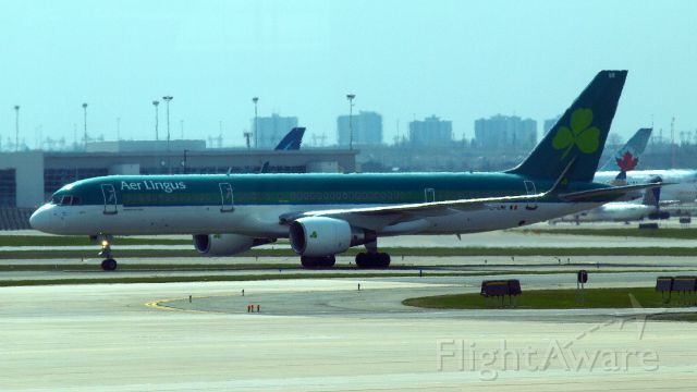 Boeing 757-200 (EI-LBR) - Boeing 757 - Pearson Airport YYZ - 25 avril 2016