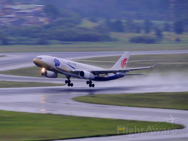 Airbus A330-200 (B-6076) - Takeoff GRU-PEK. - CCA908.