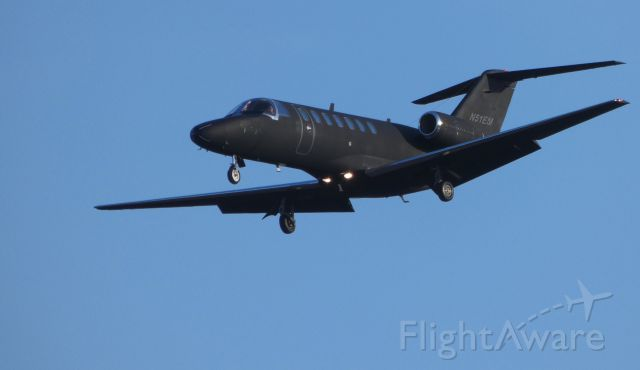 Cessna Citation CJ1 (N51EM) - On final is this 2006 Cessna Citation C525B in the Winter of 2019.