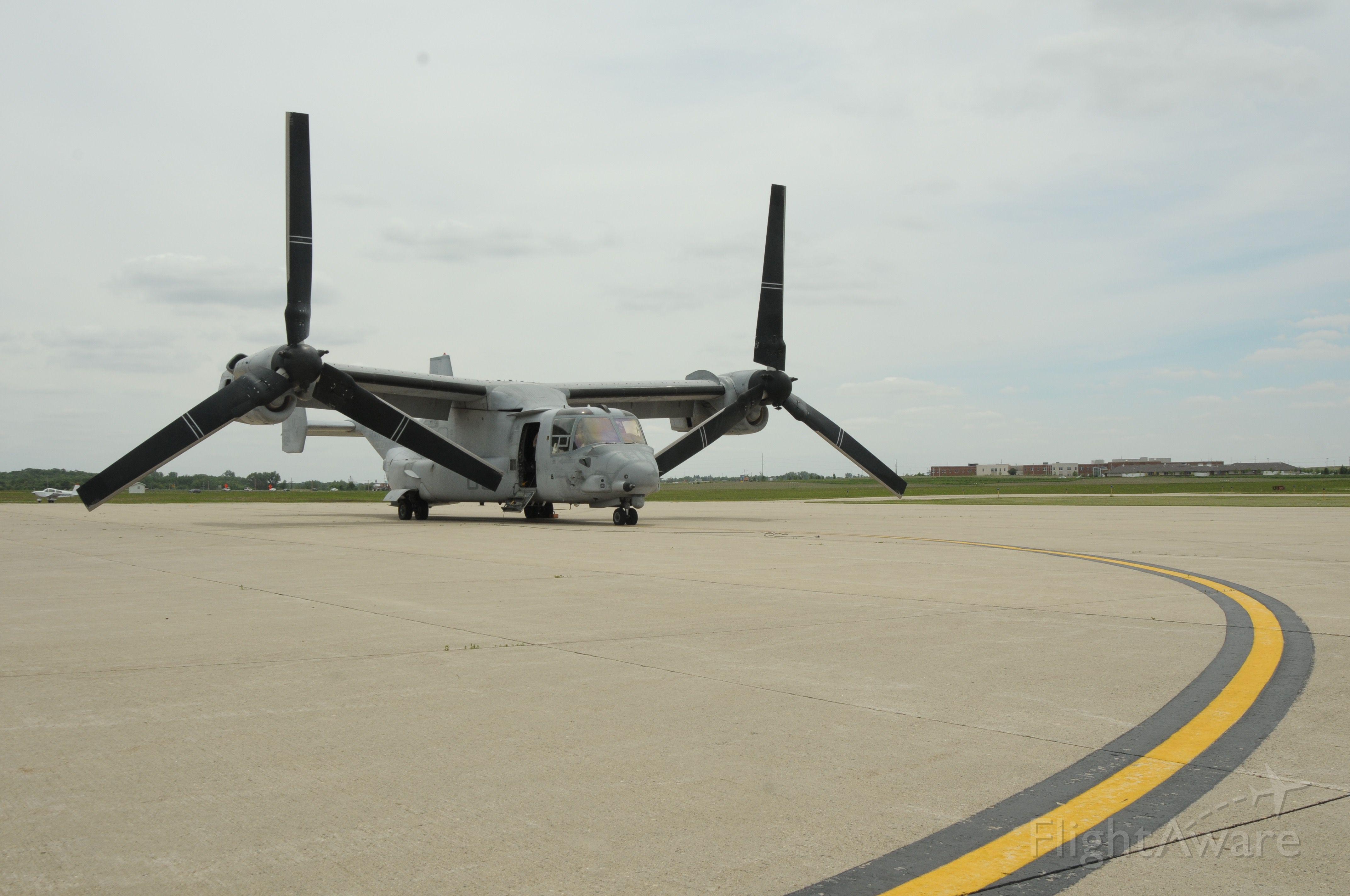 Bell V-22 Osprey — - USMC Osprey in Owatonna, MN for fuel and short visit.