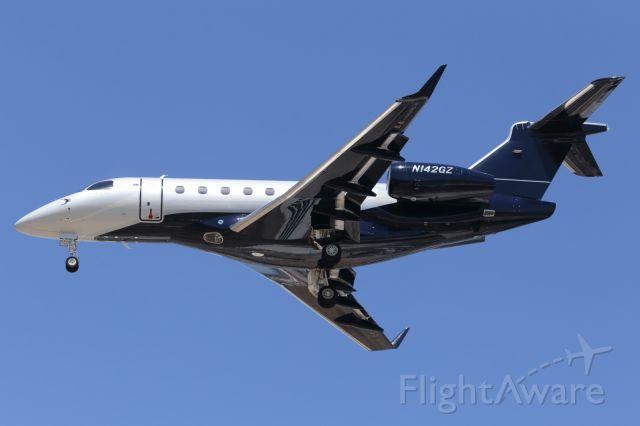 Eclipse 500 (N142GZ) - Embraer, Legacy 500 on short finals.