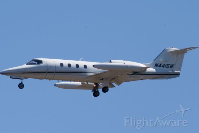 Learjet 35 (N4415W) - Short Final