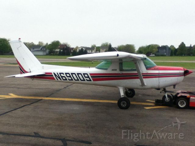 Cessna 152 (N69009) - At the fuel pumps.