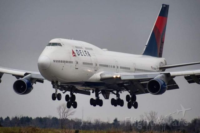 Boeing 747-400 (N666US) - One of two last 747 NFL Charters for the Buffalo Bills (November 2017)