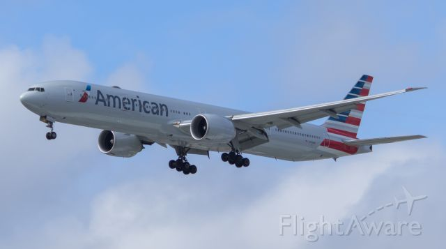 BOEING 777-300ER (N719AN)